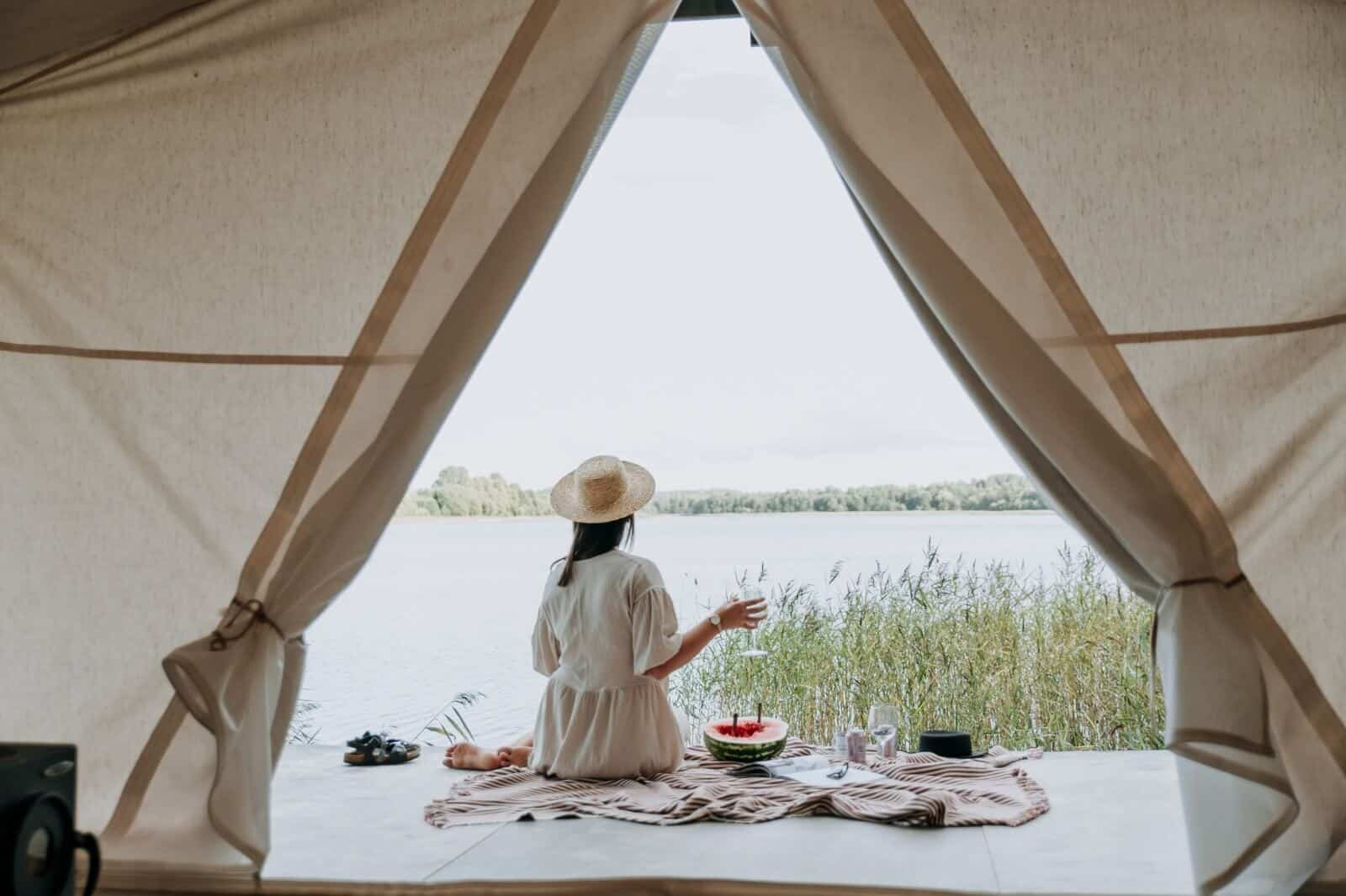 【台中豪華露營推薦】懶人最愛星空帳篷、露營車,中部免裝備露營區大公開
