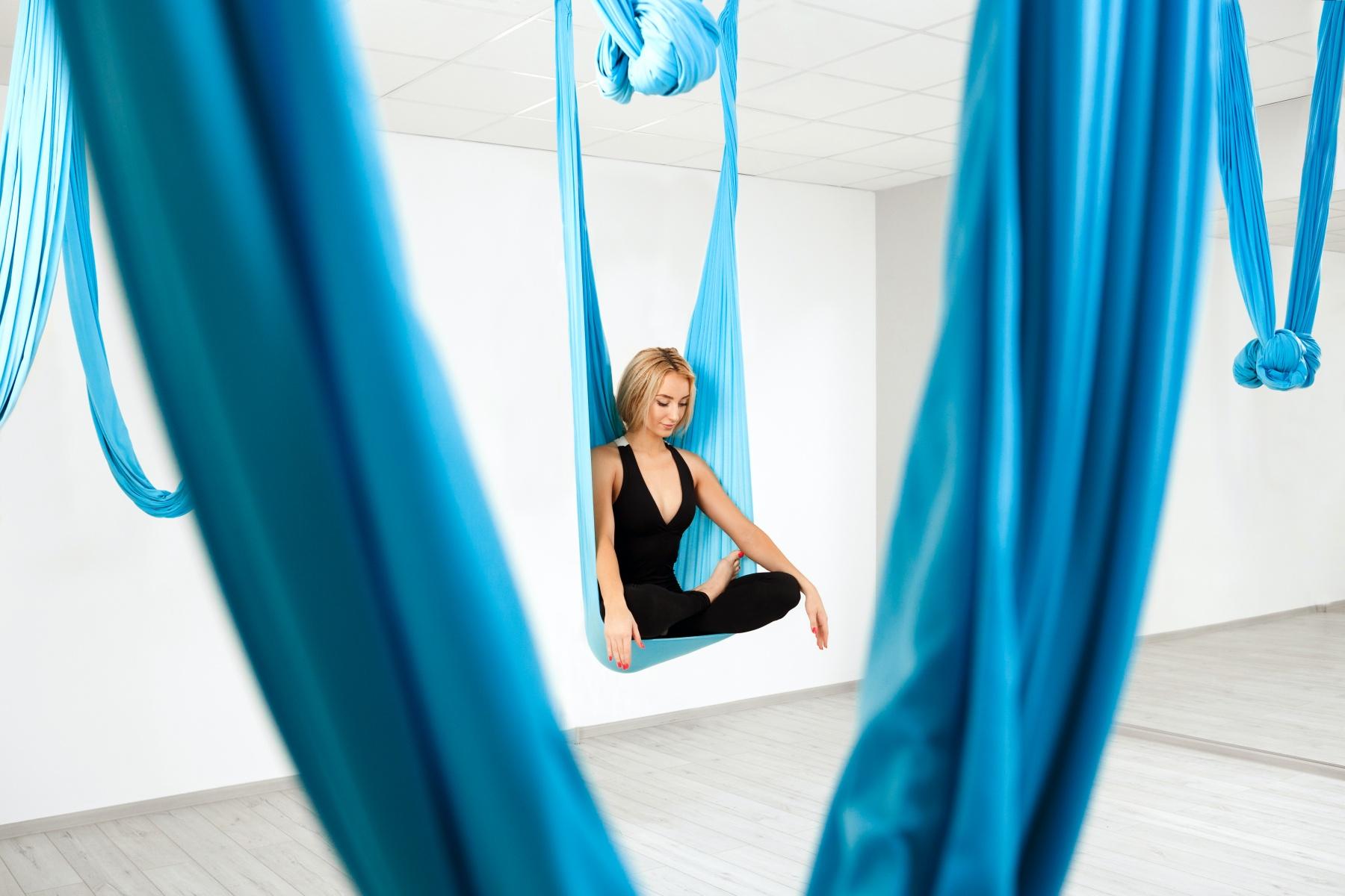 【台北空中瑜珈推薦】6家空中瑜珈台北熱門教室評比,課程中優雅體驗反重力